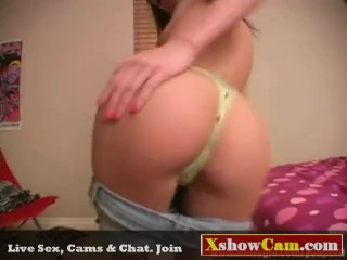 Sexy Chick Gets Naked On Cam at XshowCam.com